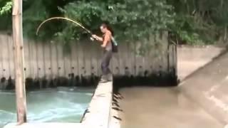 Edannn...Mancing di got dapat ikan besar banget