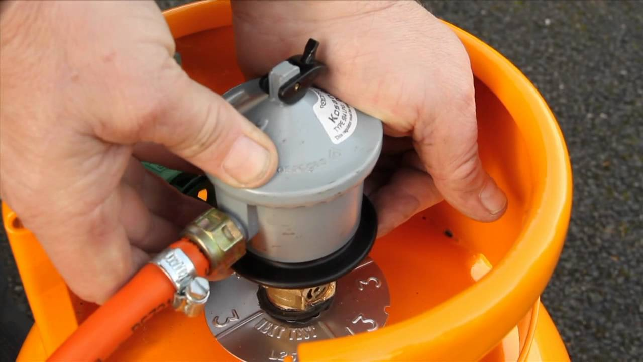 How to Change the Gas Bottle on a GasPowered Forklift