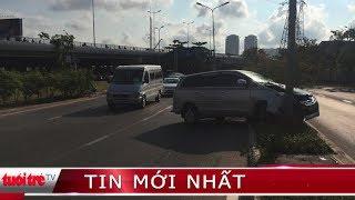 Xe container lật nhào dưới chân cầu Phú Mỹ, dầu nhớt tràn ra đường