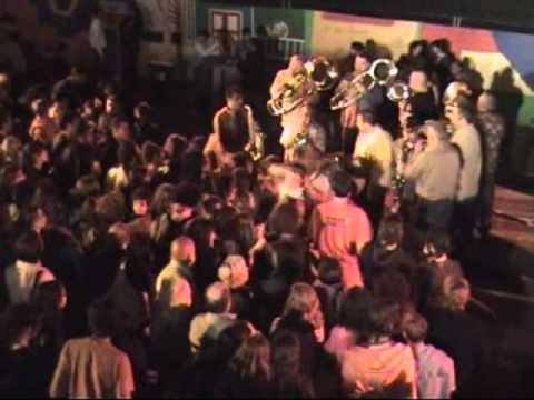 Fanfare Shukar - Sarba Moldoveneasca ( Live in France)