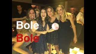 Mulherada dançando Bole bole com bateria Escola de  Samba Apito de Mestre