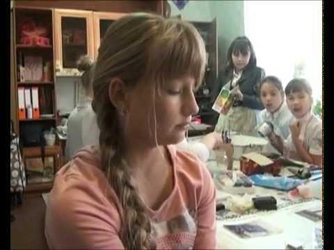 Дети мастерят поделки ко Дню города