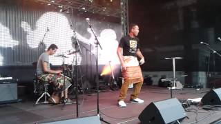 Aka Zizi accompagné par Dj Elliot - Ragnao hely ( Live )