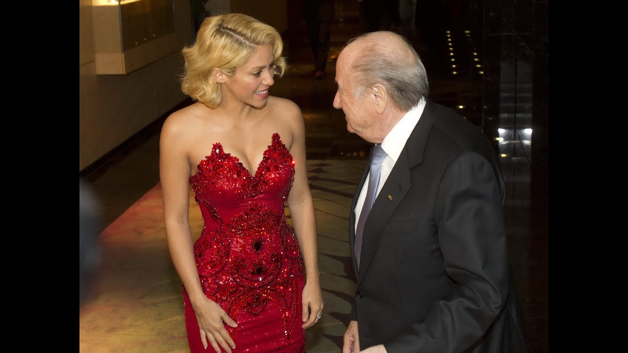 Shakira showing nice soft cleavage in a dazzling red strapless gown ...