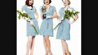Puppini Sisters- WALK LIKE AN EGYPTIAN { LYRICS }