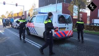 Man vernielt ramen politiebus en ontsnapt uit kooi