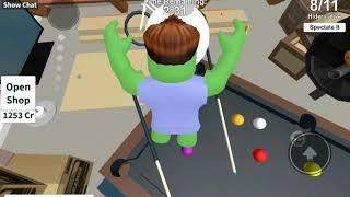 Я играю прятки в роблокс