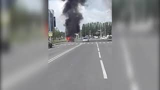 Очевидцы сняли на видео горевшее авто в центре Астаны