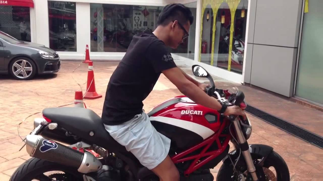 Ducati Monster 795 test ride at Naza World - YouTube