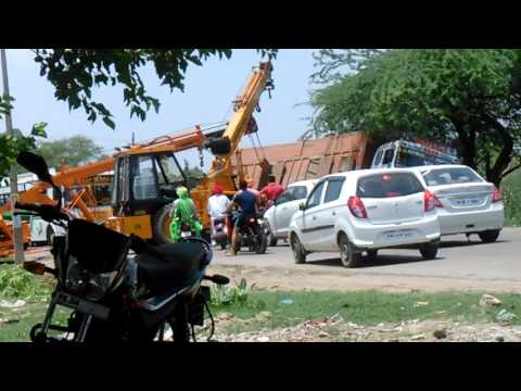 The truck collapsed down the road in faridkot city