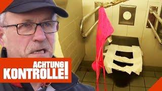 Vollgemachtes Höschen auf der Autobahntoilette: Hartmut räumt auf! | Achtung Kontrolle | kabel eins