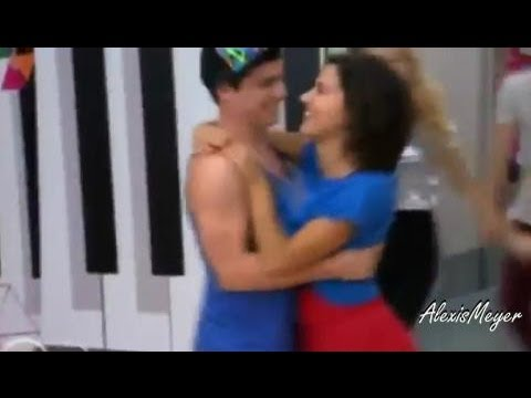 Violetta 2 : Maxi y Naty ensayan juntos - Capitulo 67 Travel Video