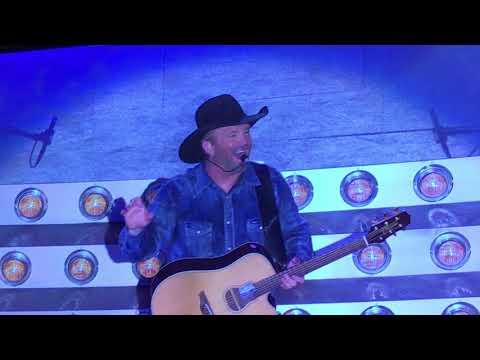 Garth Brooks, Terrible audio issues at first Concert at New Atlanta Stadium