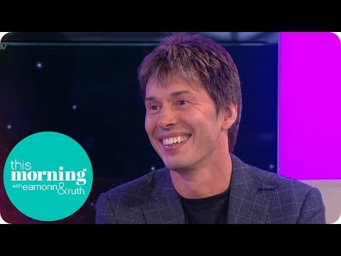 Professor Brian Cox Wants People to Switch Their Phones for the Stars | This Morning