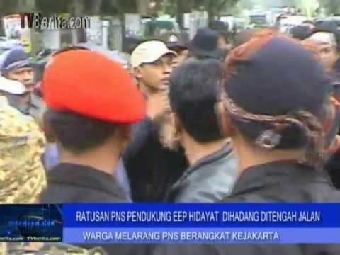 Ratusan Masa Eep Bentrok Dengan Warga Hadang Demo PNS Ke Jakarta