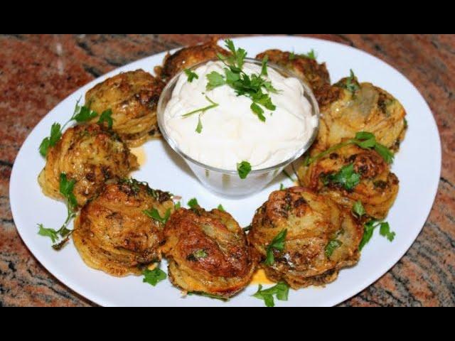Апетитни печени картофи с чеснов сос