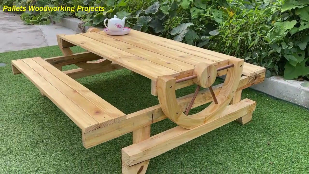 Greats Ideas Perfect for Woodworking Projects // California Farm Coffee Table With Wheel Design
