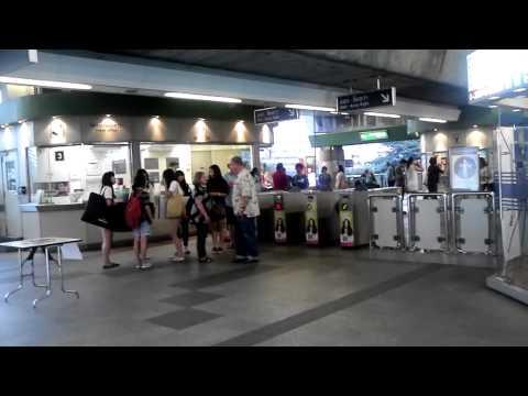 THAI NATIONAL ANTHEM at PLOENCHIT STATION BTS BANGKOK