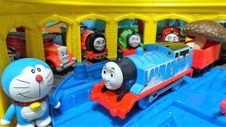 きかんしゃトーマスが落とした巨大キノコをジャイアンが拾う!機関車トーマス トラックマスター!ゆうぴょん yupyon