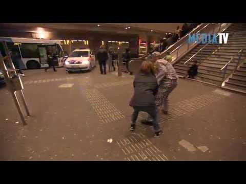 Politie Charlois met Mobile Media Lab  op Zuidplein Rotterdam