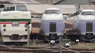 廃車置場にずらり並んだ特急車両、後方ではE351系が解体されている、長野総合車両センター。