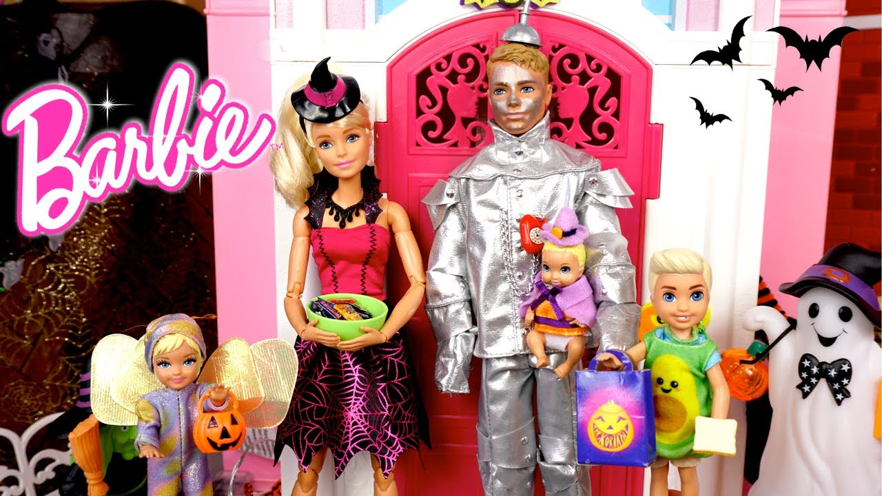 Barbie & Ken Family Fall Evening Routine Fun Baking & Halloweens DIY Costumes