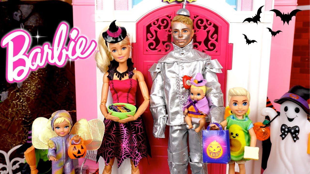 Barbie & Ken Family Fall Evening Routine Fun Baking & Halloweens DIY Costumes