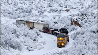 [HD] RARE! SNOW IN SOUTHERN ARIZONA! Trains on Union Pacific