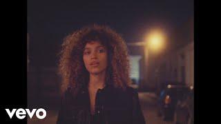 Смотреть клип Izzy Bizu - Lights On