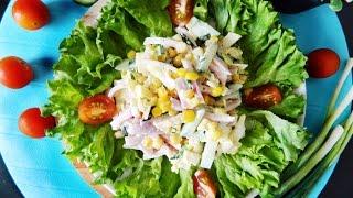 Вкусный салат с ветчиной и яичными блинчиками