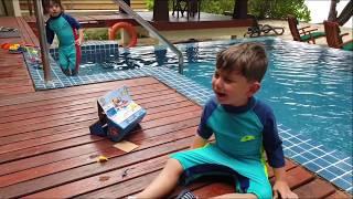 Seyşeller tatilinde paw patrol marshall köpekcik havuza düştü Yusuf çok üzüldü annesi onu kurtardı.