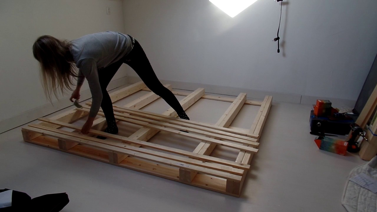 Pallet bed frame - DIY - YouTube