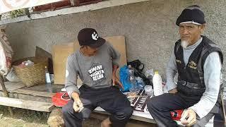 Unang Pamungkas dan Hussein Sumantri Sedang Duduk Santai by Kamil Reoga