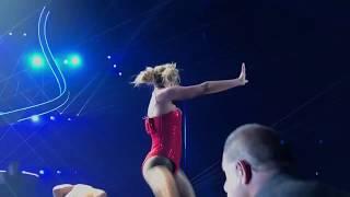 Мужчина вырвался на сцену к Бритни Спирс во время ее концерта в Лас Вегасе