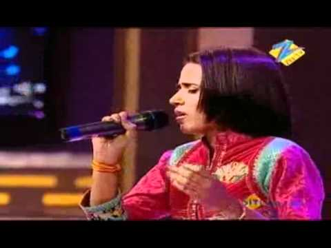Sniti sings Nigahen Milane Ko Jee Chahta Hai, November 13 Episode2.flv