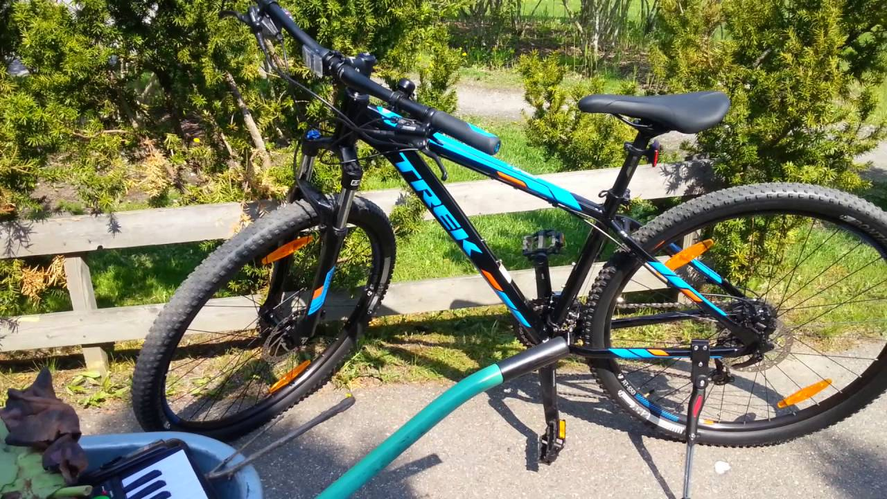 fa5add06689 Mens almost new Trek Marlin 7 18.5 inch 29er 2016 with all ... Trek Marlin 7  Hardtail Mountain Bike ...