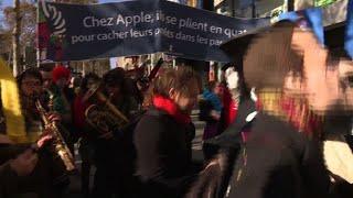 Champs-Elysées: Attac s'invite à l'inauguration de l'Apple Store
