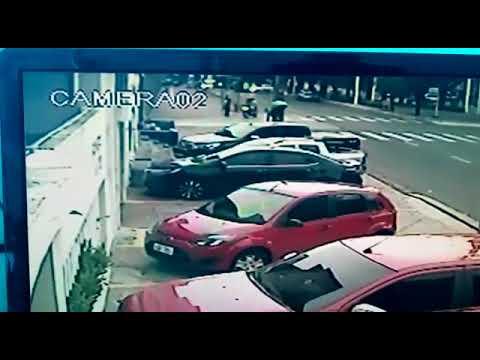 Vídeo mostra ônibus atropelando mulher no Centro de Teresina