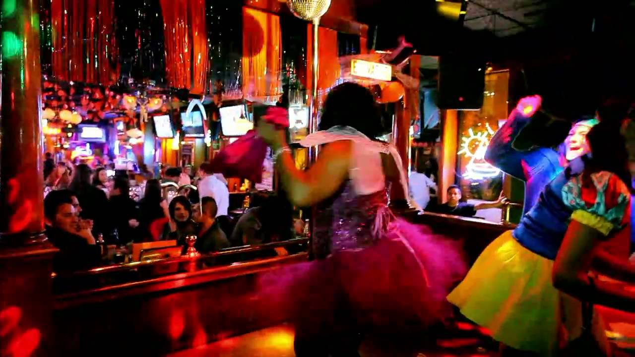 Hawkeye's Bar Chicago Halloween Party 2010 7 min - YouTube