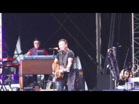 bruce-springsteen-i'll-work-for-your-love-wembley-london