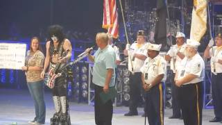 kiss take shot at colin kaepernick honor veterans say pledge play national anthem