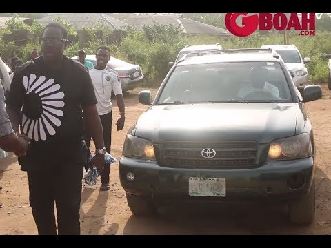 Taiwo Hassan (Ogogo) Storms Muka Ray's N320Million Hotel Opening With His Latest Honda SUV