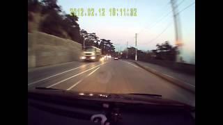 Аварийная ситуация :  дорога Ялта - Симферополь(Трасса Ялта - Симферополь. Скорость 80-85 км, иду в своём ряду . Передомной как вкопанный становится красный..., 2013-12-21T23:03:53.000Z)