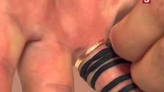 Лайфхак: как снять кольцо с пальца при помощи шнурка.