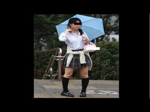 Pigeon-Toed Girls in Japan!