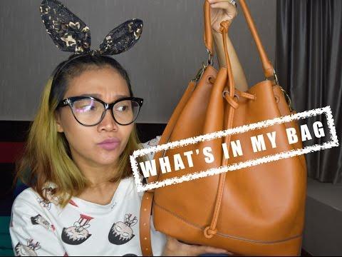 WHAT'S IN MY BAG | BAHASA INDONESIA | DWI ENDAH