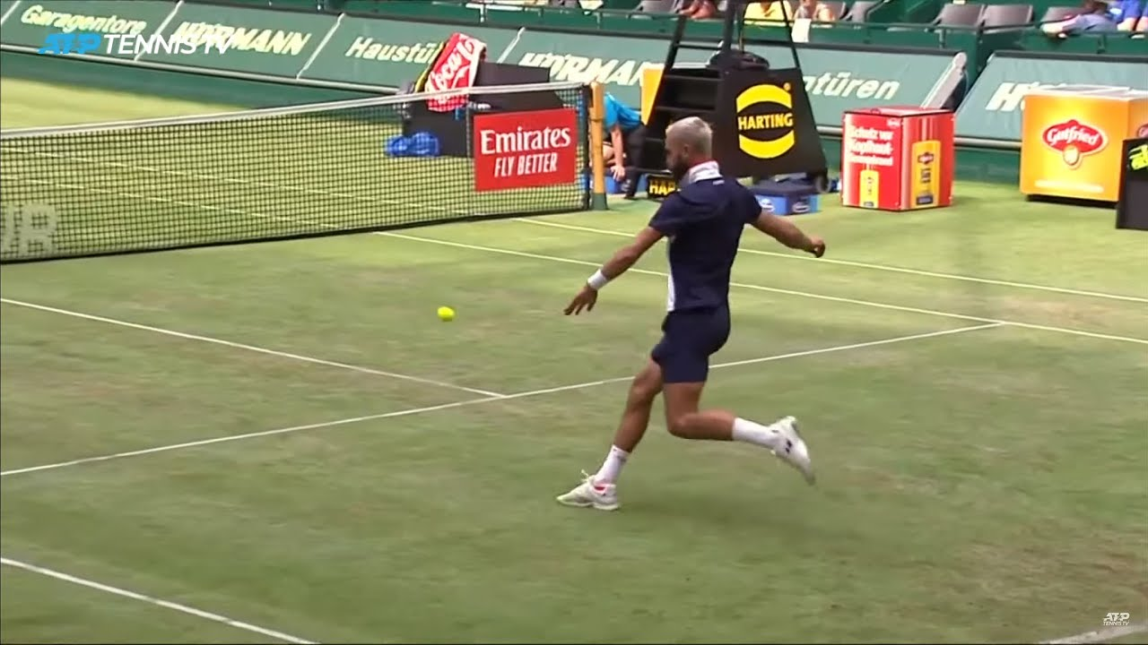 Benoit Paire & Jo-Wilfried Tsonga play football in middle of tennis match! | Halle 2019