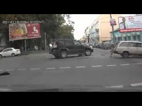 Unique Way to Resolve Traffic ... is listed (or ranked) 2 on the list 7 Insane Viral Videos Starring Russians (Vol. 3)