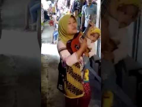 SUARA MERDU PENGAMEN WANITA