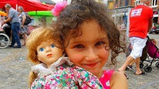 Новая кукла Алис - старая фарфоровая кукла! Куча игрушек на базаре в маленьком бельгийском городке